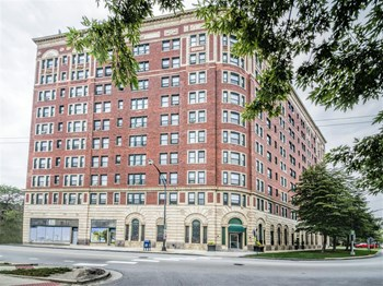 7100 S South Shore Drive Studio-2 Beds Apartment for Rent Photo Gallery 1