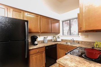 351 Penbrooke Dr 3 Beds Apartment for Rent Photo Gallery 1