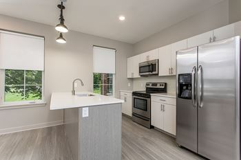933 University Ave 1-2 Beds Apartment for Rent Photo Gallery 1