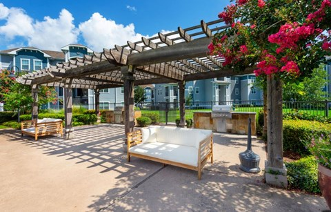 Outdoor Resident Lounge and Grilling Station | Houston Apartments For Rent | Cambria Cove
