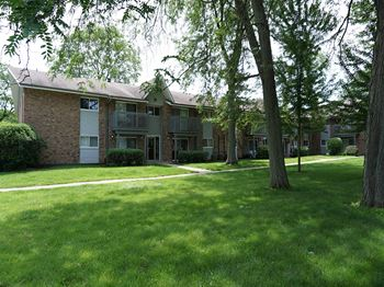 16W571 Mockingbird Lane #101 1-3 Beds Apartment for Rent Photo Gallery 1