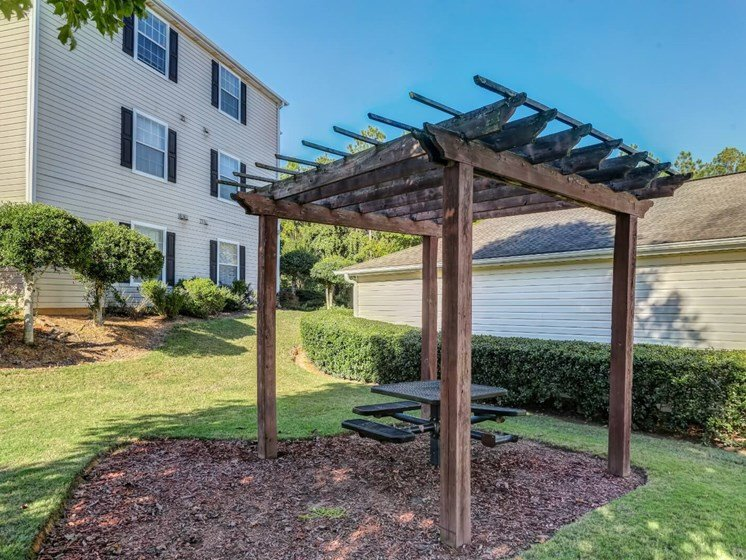 BBQ/Picnic Area at Tramore Village Apartment Homes, Georgia, 30106