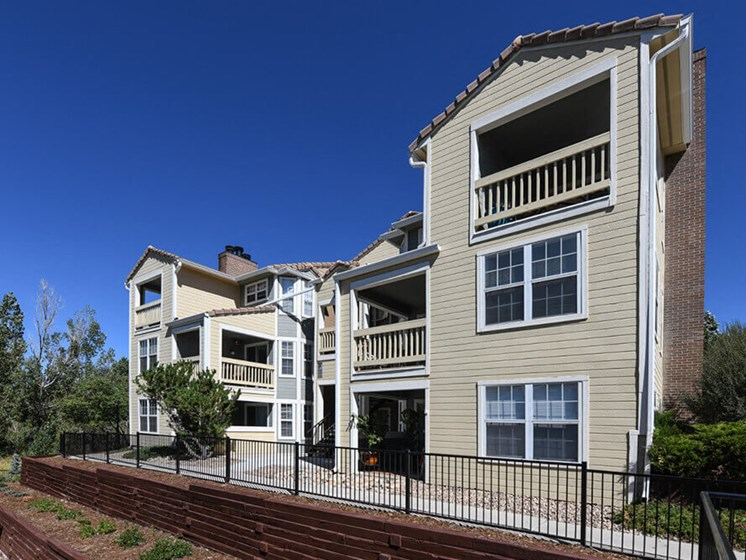 Exterior View of Property at Arcadia Apartment Homes, Centennial, Colorado