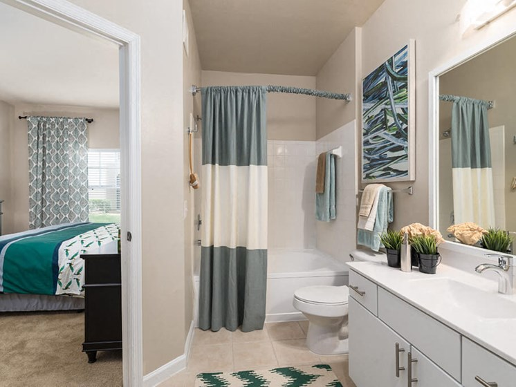 Spacious Bedrooms With en Suite Bathroom at Courtney Meadows, Jacksonville, FL