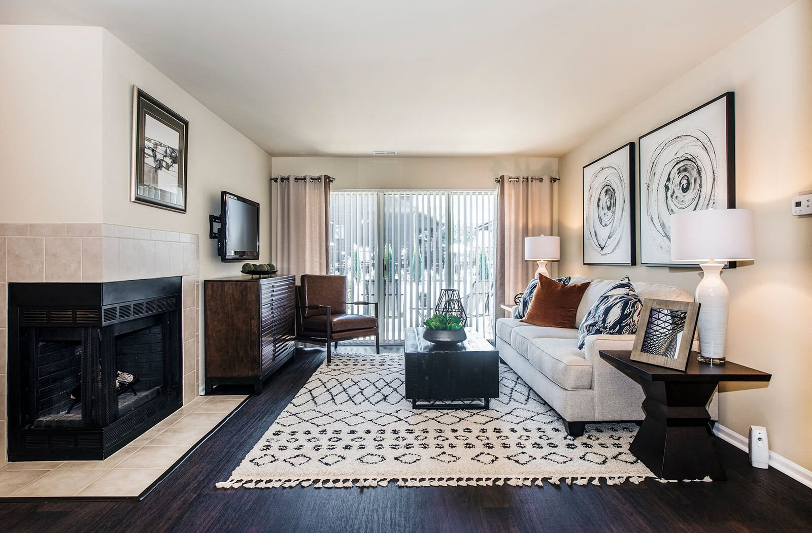 Apartments for Rent in Lisle, IL | Green Trails Apartments