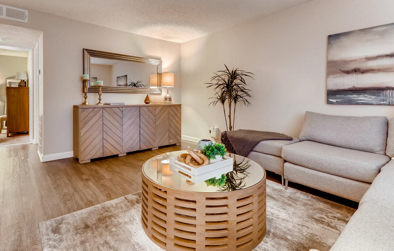 The Luxe | Apartments in Sacramento, CA