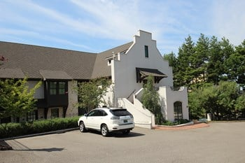 2635 Arlington Avenue South 1-2 Beds Apartment for Rent Photo Gallery 1
