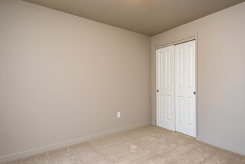 307 SW 7Th Street 1 Bed Apartment for Rent Photo Gallery 1