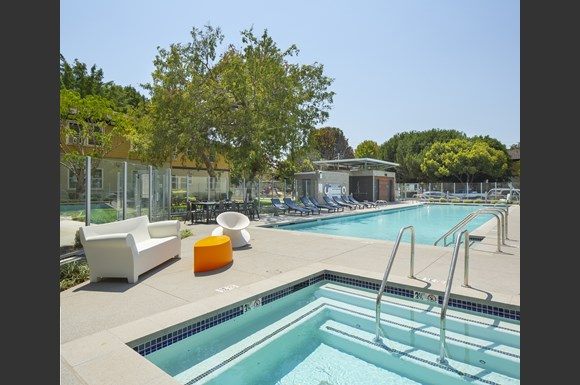 Hot Tub And Swimming Pool at Concourse, Los Angeles, CA