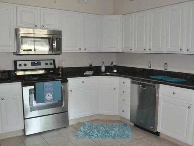 White kitchen cabinets at Summit Terrace