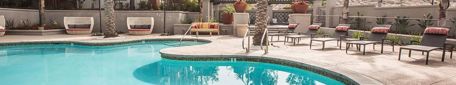 Pool with Seating l Apartments For Rent in Slymar CA at Rockwood at the Cascades