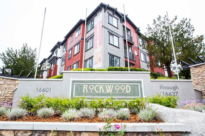 Rockwood at the Cascades Apartments Monument Sign