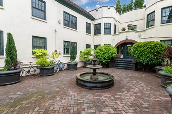 2631 N Mississippi Avenue Studio Apartment for Rent Photo Gallery 1