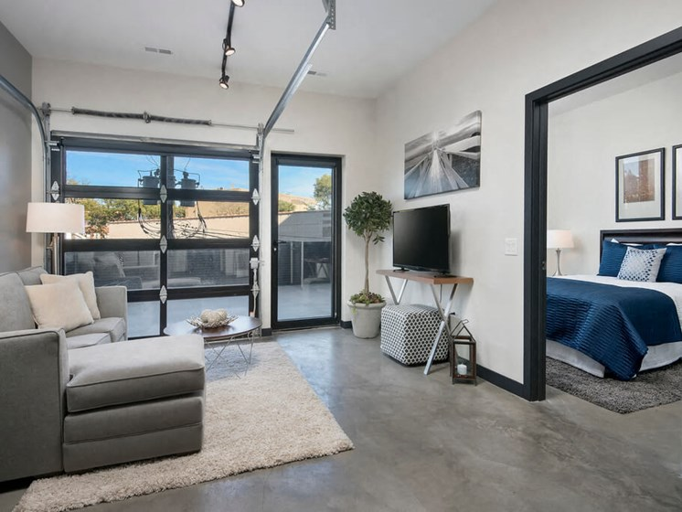 1 Bed with Spacious Walk-In Closets