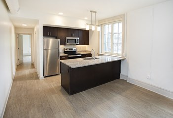 338 East 9Th Avenue Studio-1 Bed Apartment for Rent Photo Gallery 1