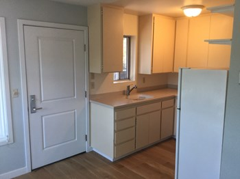 702 Crocker Street. Unit A 1 Bed House for Rent Photo Gallery 1