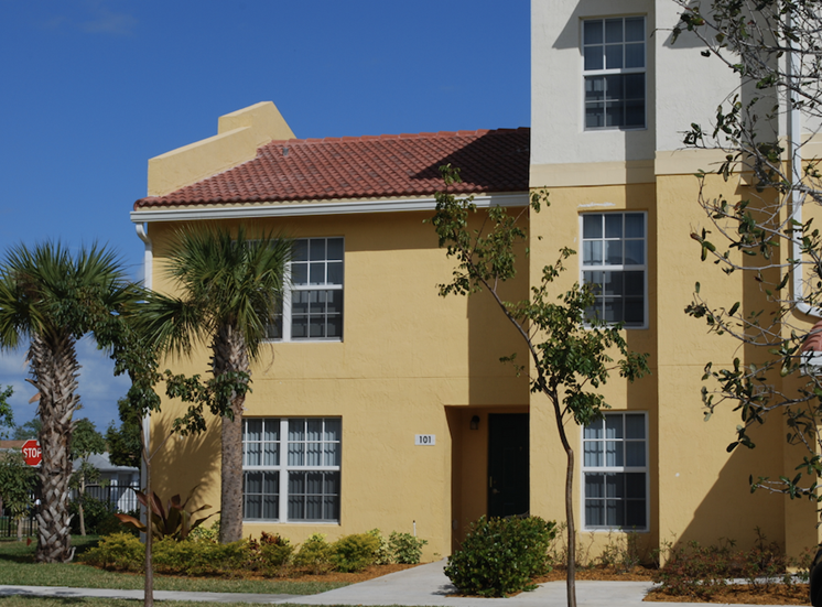 well-kept exteriors at our Hollywood, FL apartments
