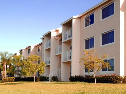 Summerlake Apartments|Building Exterior