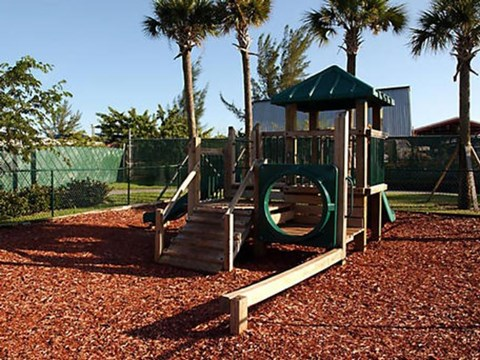 Summerlake Apartments| Playground