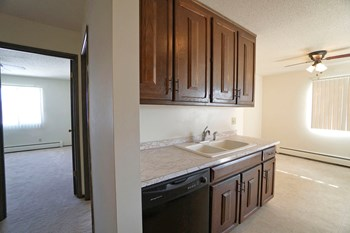 97 W Arlington Ave 1-2 Beds Apartment for Rent Photo Gallery 1