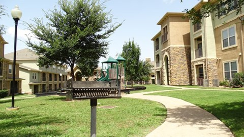 Providence at Prairie Oaks Apartments| Courtyard with grilling station