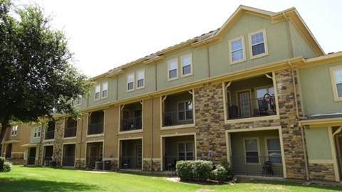 Providence at Prairie Oaks Apartments| Building Exterior