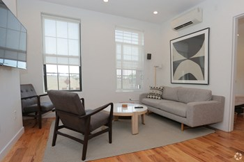 Common Cypress Studio Apartment for Rent Photo Gallery 1