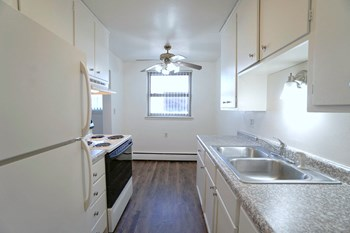 1376 Conway Ave 1-2 Beds Apartment for Rent Photo Gallery 1