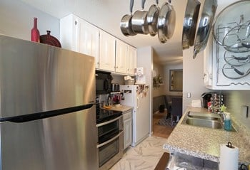 100 W. Thompson Ave 1-2 Beds Apartment for Rent Photo Gallery 1