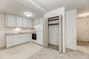 212 W. Thompson Ave. 1 Bed Apartment for Rent Photo Gallery 1