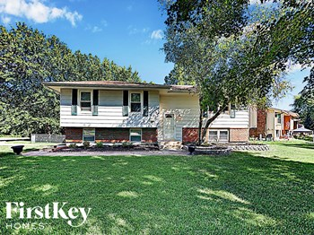 7119 N Shannon Ave 3 Beds House for Rent Photo Gallery 1