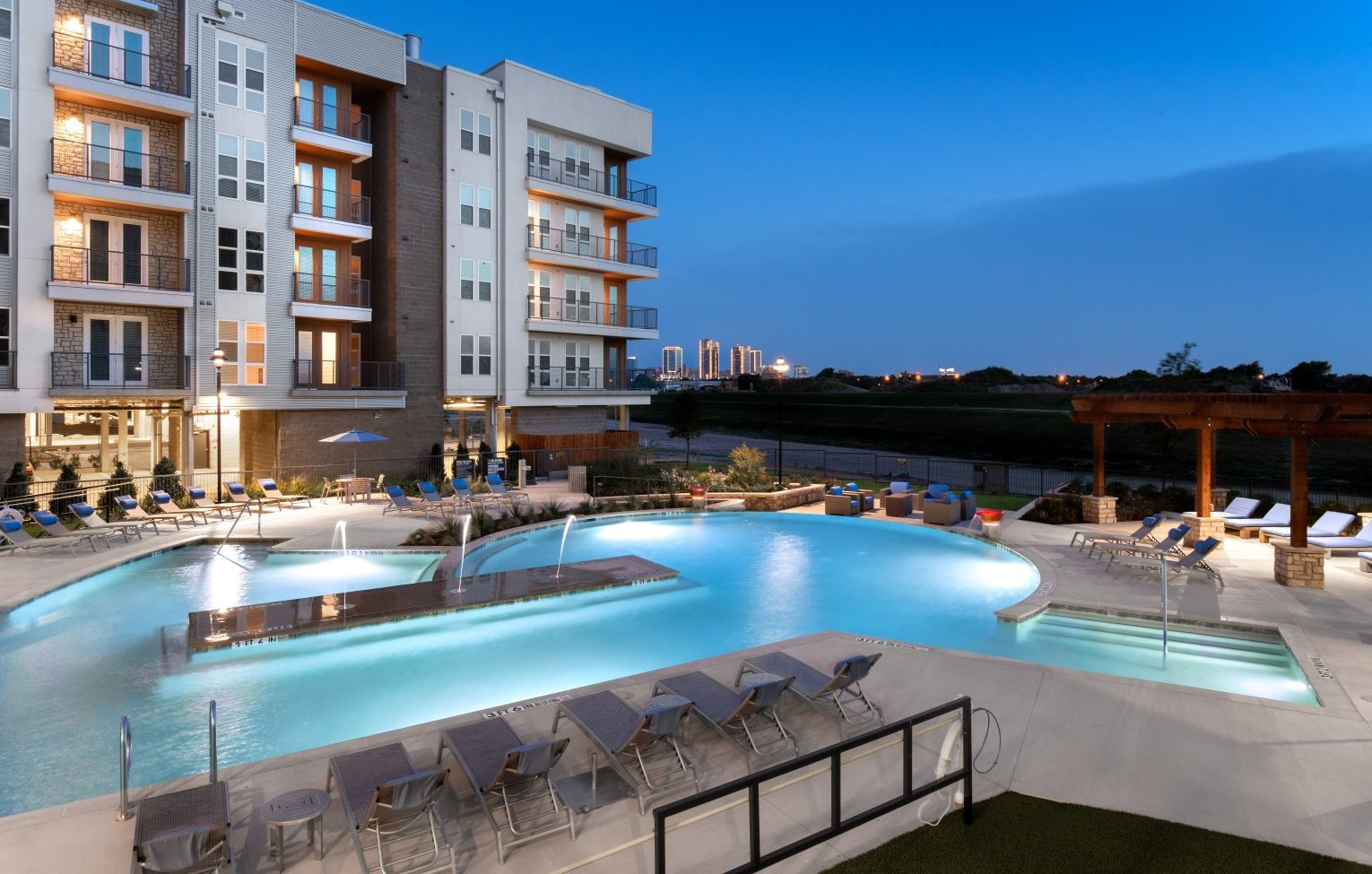 luxury pool apartments in fort worth texas