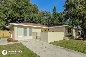 208 Sir Lawrence Dr 4 Beds House for Rent Photo Gallery 1
