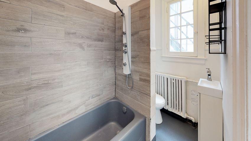 Unfurnished 1 Bedroom - 1 Bath