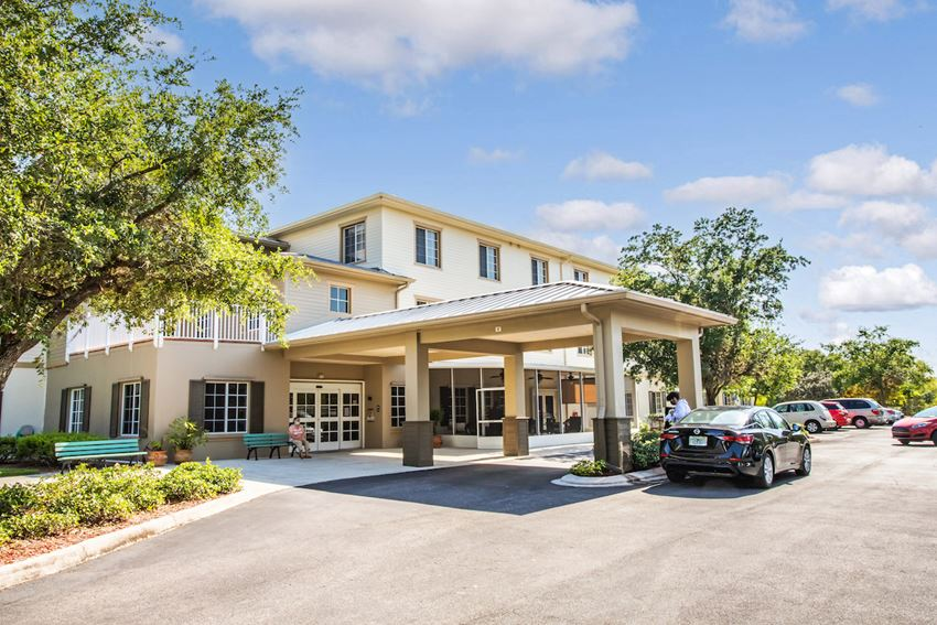 covered drive up entrance to Villa Vincente Senior Apartments in Fort Myers, FL