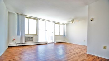 22705 Lakeshore Blvd 1-2 Beds Apartment for Rent Photo Gallery 1