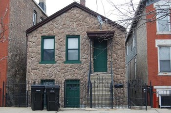 1735 South Desplaines Street 1-3 Beds Apartment for Rent Photo Gallery 1