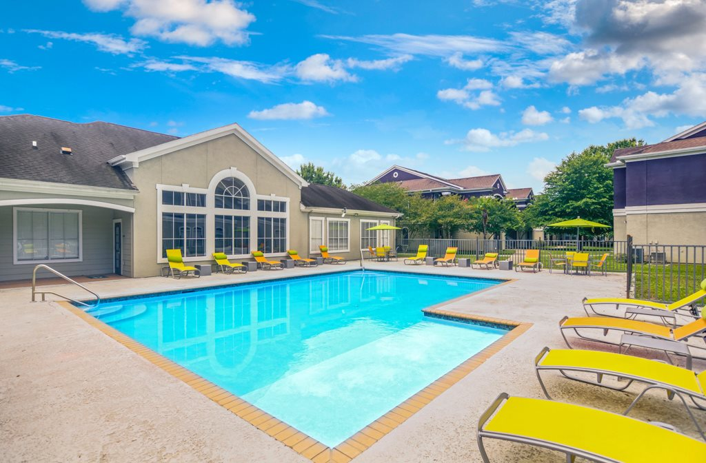 Swimming Pool at Longridge Apartments in Baton Rouge, LA