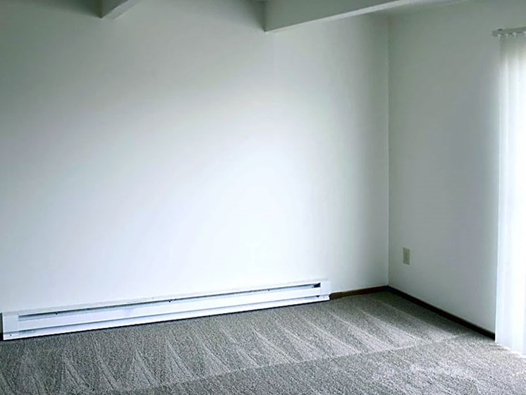 Carpeted Bedroom at Chatham Village Apartments, Columbus, OH, 48232