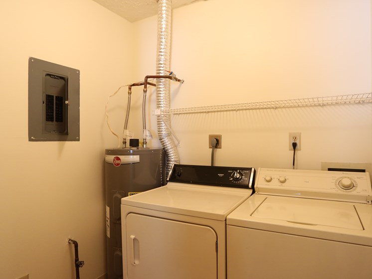 In Home Washer And Dryer at Chatham Village Apartments, Columbus, 48232