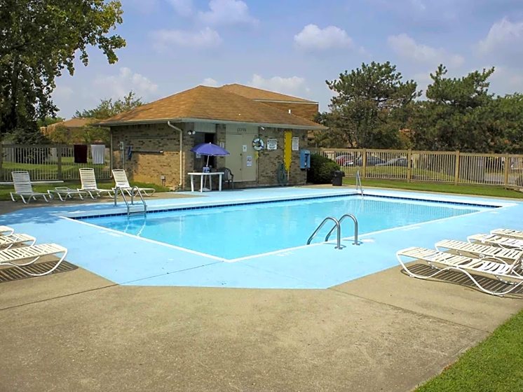 Outdoor Swimming Pool at Chatham Village Apartments, Columbus, OH
