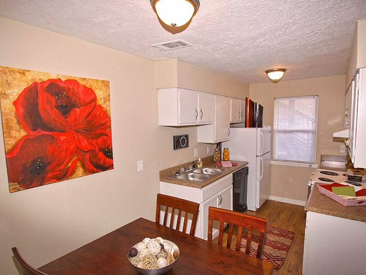 Well Equipped Kitchen And Dining at Briarwood Park Apartments, Jackson, 39206