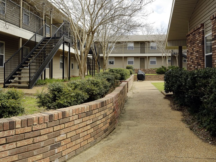 Wide Space On The Outside Of The Property at Briarwood Park Apartments, Mississippi, 39206