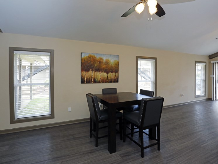 Eat-In Table In Clubhouse at Briarwood Park Apartments, Jackson