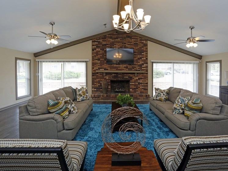 Posh Lounge Area With TV And Fireplace In Clubhouse at Briarwood Park Apartments, Mississippi