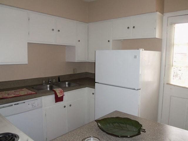 White Appliances In Kitchen at Colony West Apartments, Arkansas, 72227