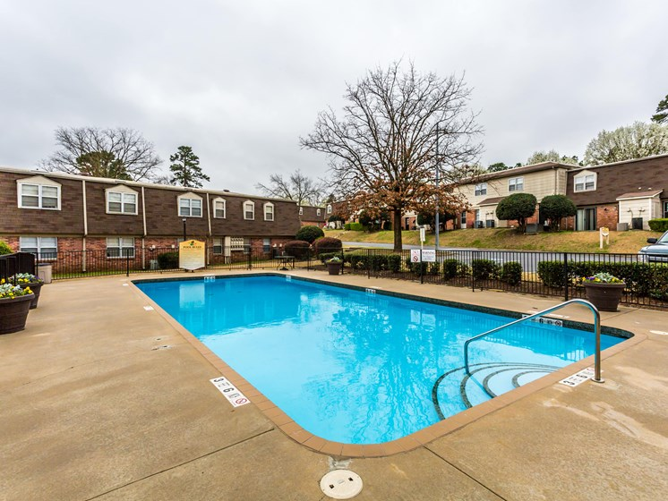 Relaxing Area By The Pool at Colony West Apartments, Little Rock