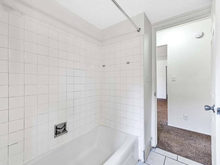 Large Soaking Tub In Bathroom at Rivershell Apartments, Lansing, 48911