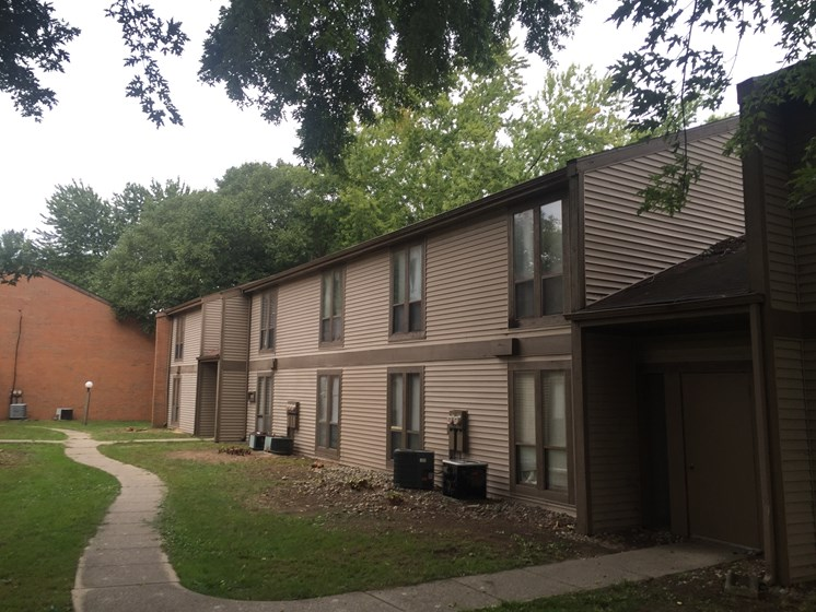 Elegant Exterior View Of Property at Walnut Trails Apartments, Elkhart, IN