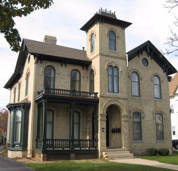Racine Apartments under $700